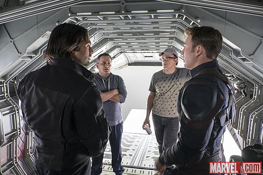 Sebastian Stan & Chris Evans mit den Regisseuren am Set von Marvel's 'Captain America: Civil War'<br>